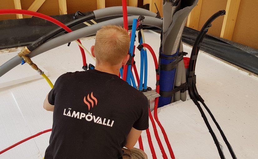 Näin valmistaudut lattiavaluun: viemärit, styroksit, raudoitukset, lattialämmitys ja muut LVI-asennukset