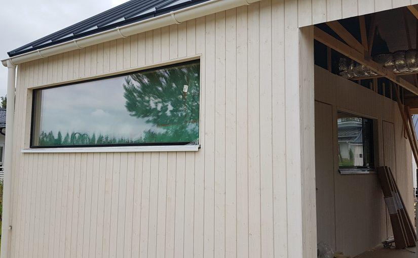 Ikkunapellit ja ovien kynnyspellit tarviketoimituksena mittoihin leikattuna ja muotoon taitettuna