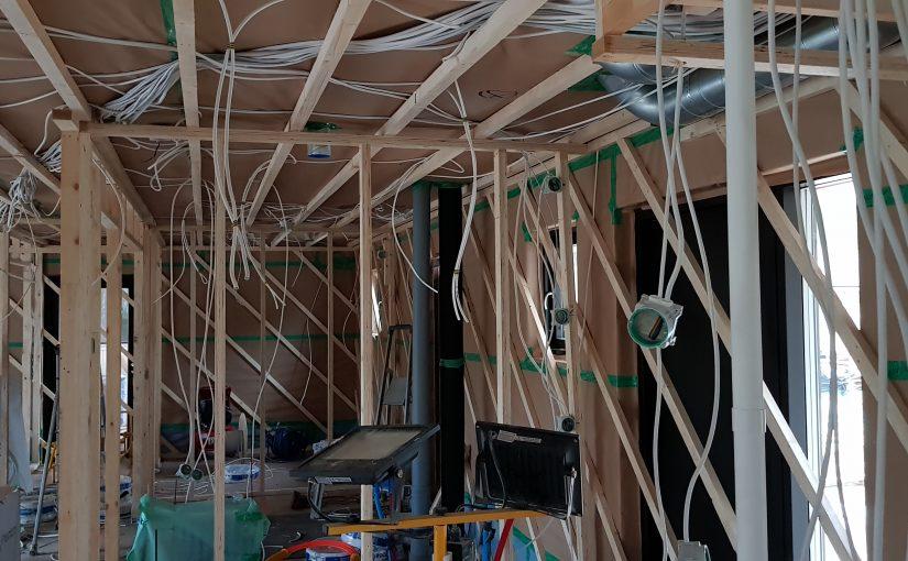 Hyvät sähkömiehet ja LVI-asentajat saapuvat oikeaan aikaan eivätkä viivytä rakennusprojektia