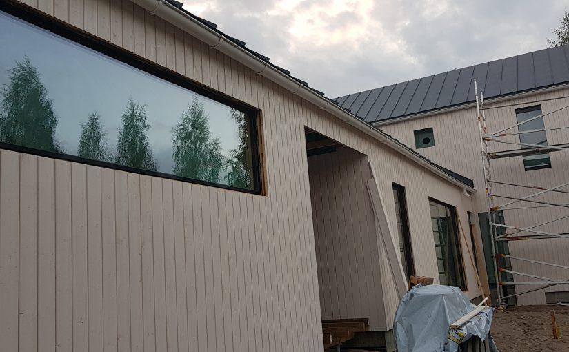 Ikkunoiden ja ulko-ovien laadussa ei kannata tinkiä