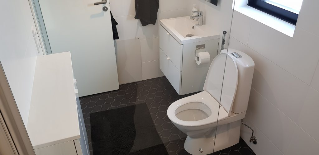 kylpy huone pesu allas viemäriin koukku